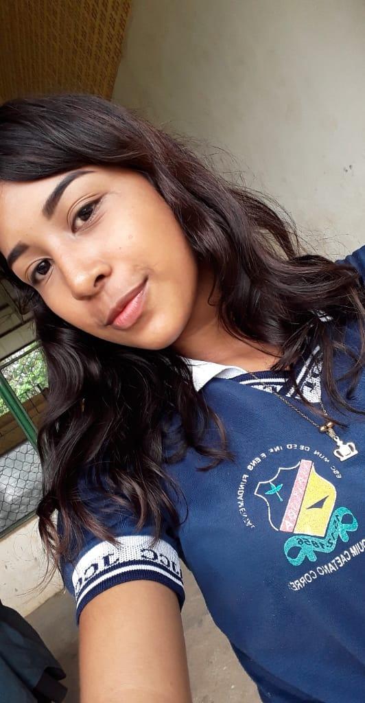 Evelly na escola